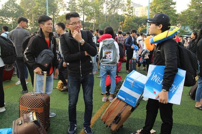 Sinh viên được đưa về quê đón Tết miễn phí - Ảnh 6.