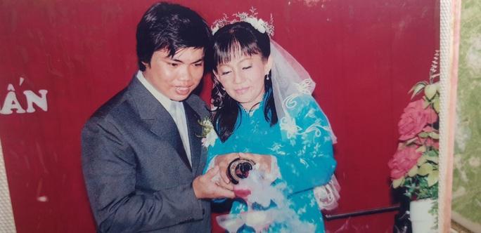 Tình yêu bất chấp của cặp đôi chị hơn anh 20 tuổi - Ảnh 3.