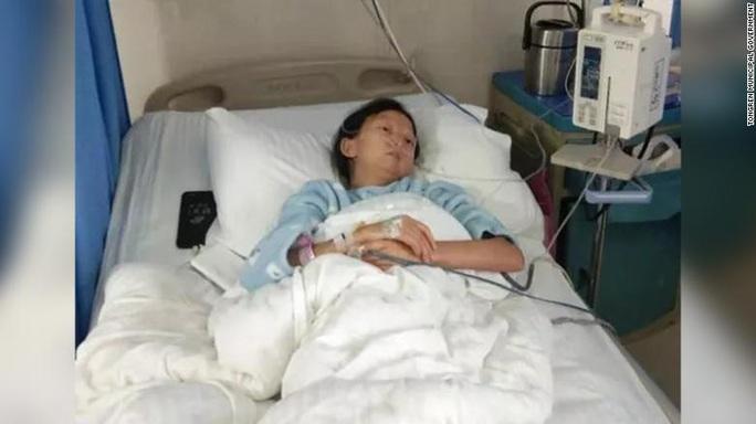 Trung Quốc rúng động chuyện nữ sinh nghèo ăn cơm trộn ớt  - Ảnh 2.