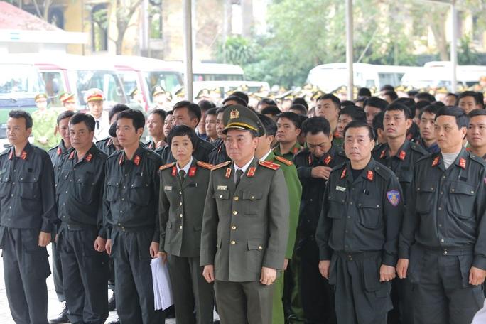 Thủ tướng Nguyễn Xuân Phúc viếng 3 liệt sĩ công an hy sinh tại xã Đồng Tâm - Ảnh 23.