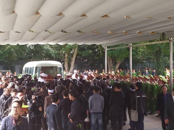 Xúc động tiễn biệt 3 liệt sĩ hy sinh khi làm nhiệm vụ tại xã Đồng Tâm - Ảnh 14.