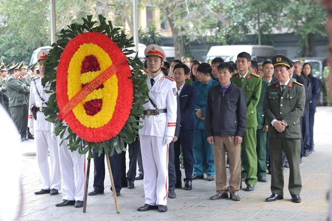 Thủ tướng Nguyễn Xuân Phúc viếng 3 liệt sĩ công an hy sinh tại xã Đồng Tâm - Ảnh 20.