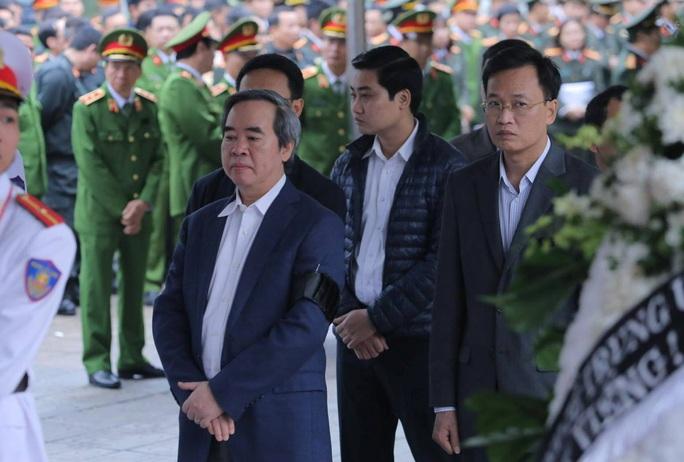 Thủ tướng Nguyễn Xuân Phúc viếng 3 liệt sĩ công an hy sinh tại xã Đồng Tâm - Ảnh 12.