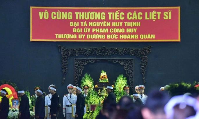 Thủ tướng Nguyễn Xuân Phúc viếng 3 liệt sĩ công an hy sinh tại xã Đồng Tâm - Ảnh 27.