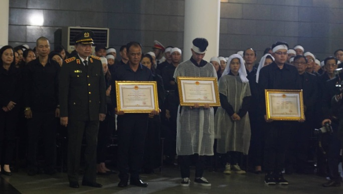 Thủ tướng Nguyễn Xuân Phúc viếng 3 liệt sĩ công an hy sinh tại xã Đồng Tâm - Ảnh 19.