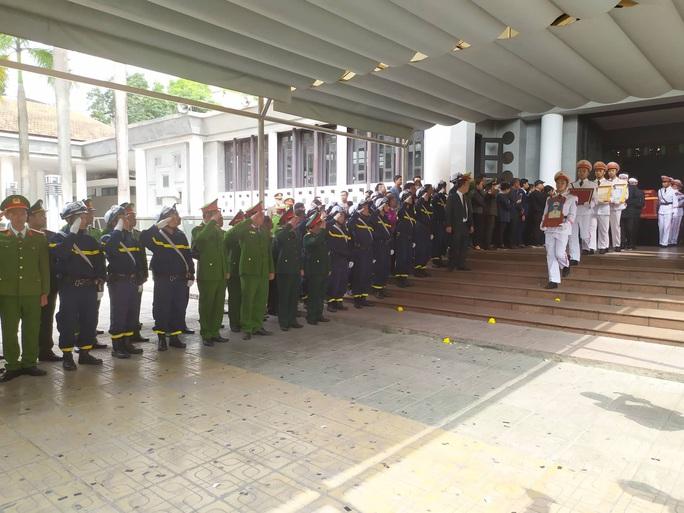 Xúc động tiễn biệt 3 liệt sĩ hy sinh khi làm nhiệm vụ tại xã Đồng Tâm - Ảnh 11.
