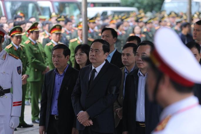 Thủ tướng Nguyễn Xuân Phúc viếng 3 liệt sĩ công an hy sinh tại xã Đồng Tâm - Ảnh 15.