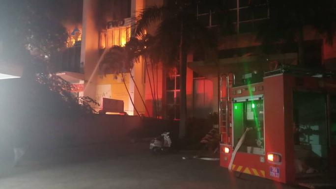 Cháy tòa nhà dầu khí ở TP Thanh Hóa, 1 người tử vong, nhiều người bị thương - Ảnh 3.