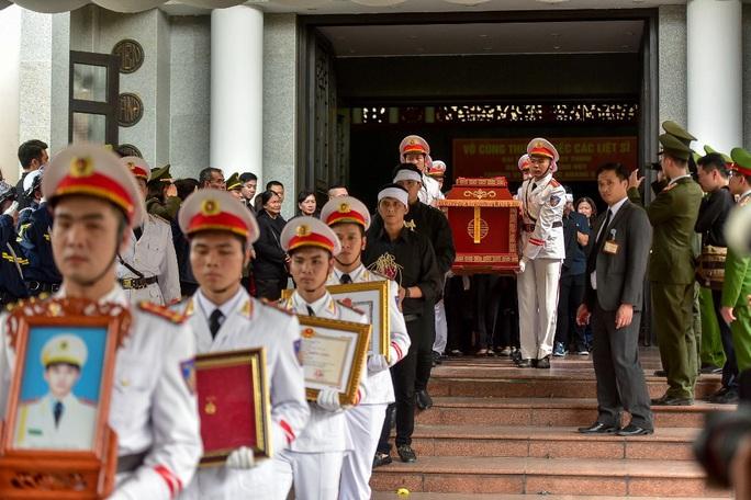 Xúc động tiễn biệt 3 liệt sĩ hy sinh khi làm nhiệm vụ tại xã Đồng Tâm - Ảnh 4.
