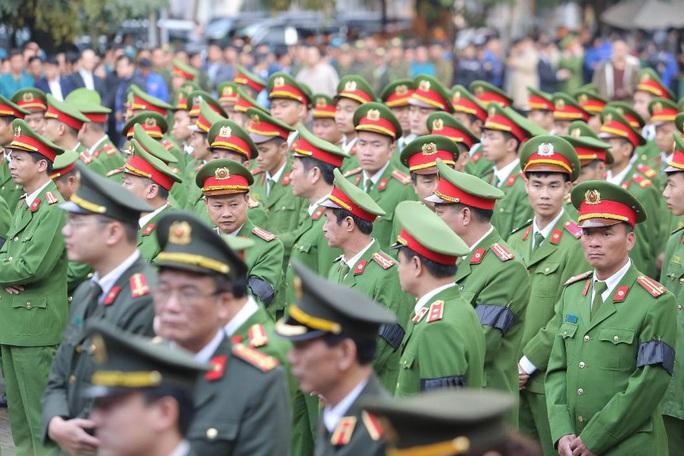 Thủ tướng Nguyễn Xuân Phúc viếng 3 liệt sĩ công an hy sinh tại xã Đồng Tâm - Ảnh 8.