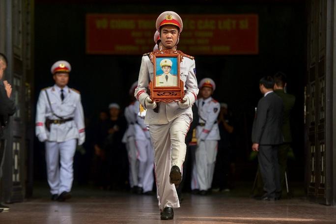 Xúc động tiễn biệt 3 liệt sĩ hy sinh khi làm nhiệm vụ tại xã Đồng Tâm - Ảnh 5.