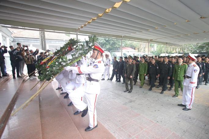 Thủ tướng Nguyễn Xuân Phúc viếng 3 liệt sĩ công an hy sinh tại xã Đồng Tâm - Ảnh 24.