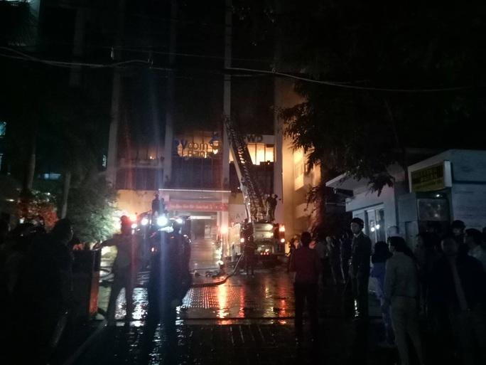 Cháy tòa nhà dầu khí ở TP Thanh Hóa, 1 người tử vong, nhiều người bị thương - Ảnh 5.