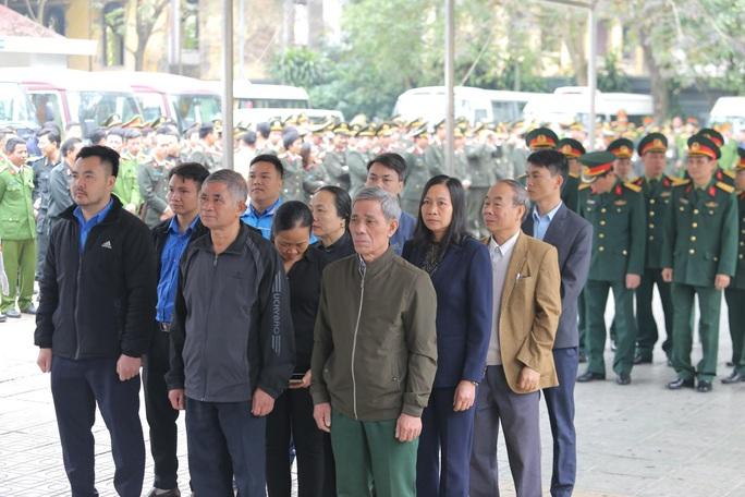 Thủ tướng Nguyễn Xuân Phúc viếng 3 liệt sĩ công an hy sinh tại xã Đồng Tâm - Ảnh 21.