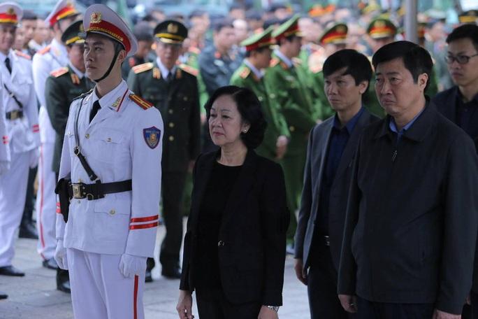 Thủ tướng Nguyễn Xuân Phúc viếng 3 liệt sĩ công an hy sinh tại xã Đồng Tâm - Ảnh 14.