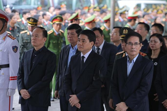 Thủ tướng Nguyễn Xuân Phúc viếng 3 liệt sĩ công an hy sinh tại xã Đồng Tâm - Ảnh 16.