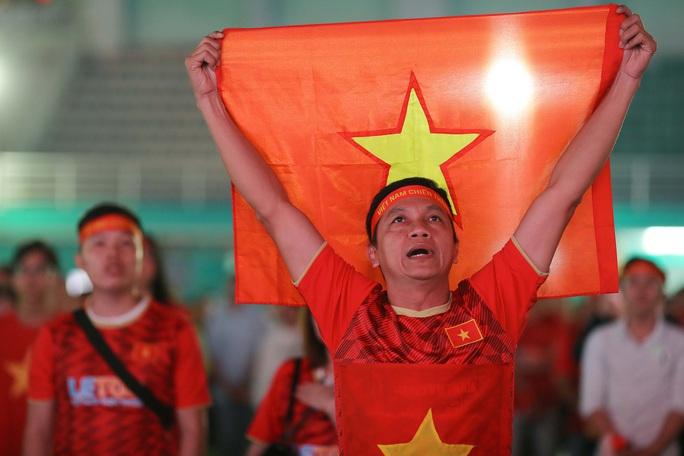 Thất vọng, tiếc nuối khi U23 Việt Nam rời giải châu Á từ vòng bảng - Ảnh 1.