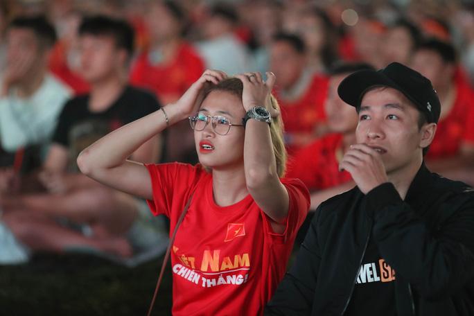 Thất vọng, tiếc nuối khi U23 Việt Nam rời giải châu Á từ vòng bảng - Ảnh 13.