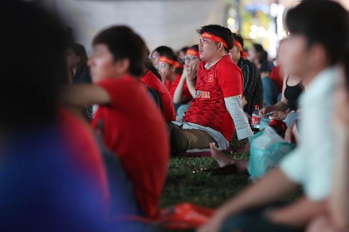 Thất vọng, tiếc nuối khi U23 Việt Nam rời giải châu Á từ vòng bảng - Ảnh 14.