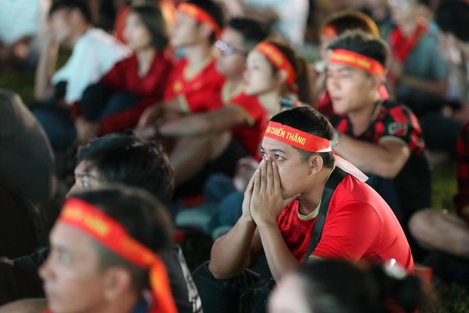 Thất vọng, tiếc nuối khi U23 Việt Nam rời giải châu Á từ vòng bảng - Ảnh 11.