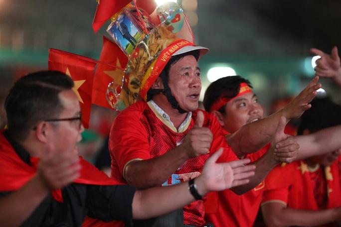 Thất vọng, tiếc nuối khi U23 Việt Nam rời giải châu Á từ vòng bảng - Ảnh 8.