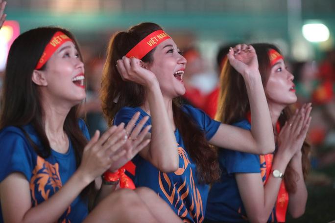 Thất vọng, tiếc nuối khi U23 Việt Nam rời giải châu Á từ vòng bảng - Ảnh 9.