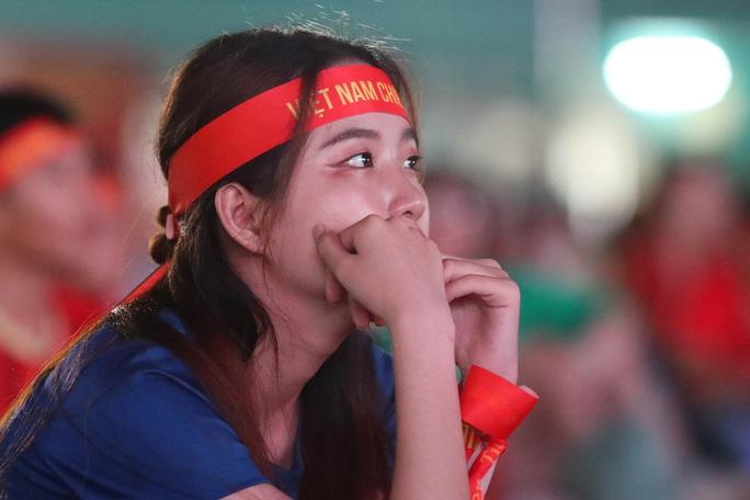 Thất vọng, tiếc nuối khi U23 Việt Nam rời giải châu Á từ vòng bảng - Ảnh 12.