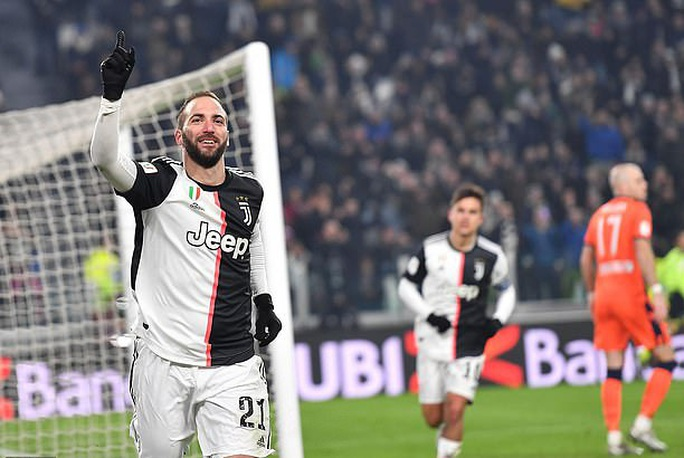 Vắng Ronaldo, Bà đầm già thắng tưng bừng ở Coppa Italia - Ảnh 2.
