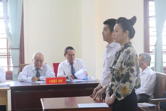 Hoãn toà vì chồng cũ Nhật Kim Anh yêu cầu thay đổi thẩm phán lần 2 - Ảnh 1.