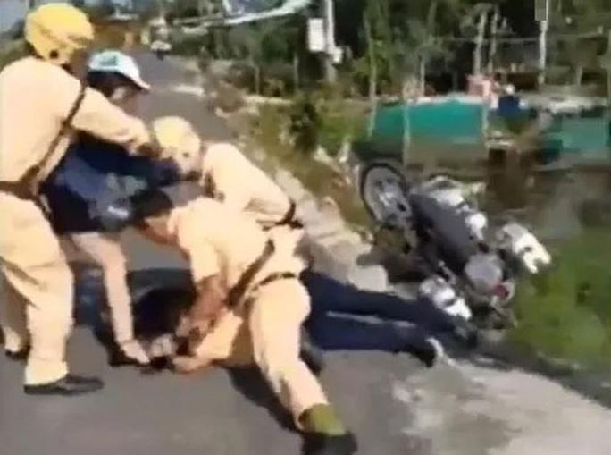 Nghiêm trị hành vi chống trả cảnh sát giao thông - Ảnh 1.