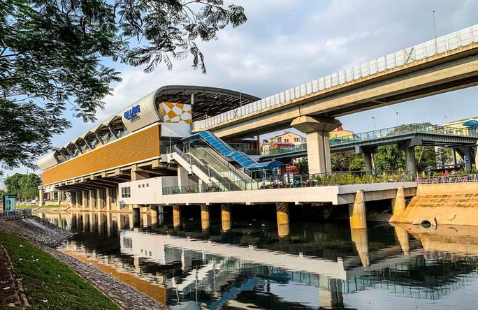 Cận cảnh nhà ga đường sắt Cát Linh - Hà Đông thành chợ cây cảnh - Ảnh 9.