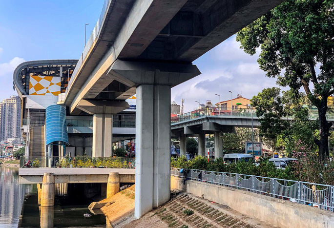 Cận cảnh nhà ga đường sắt Cát Linh - Hà Đông thành chợ cây cảnh - Ảnh 11.