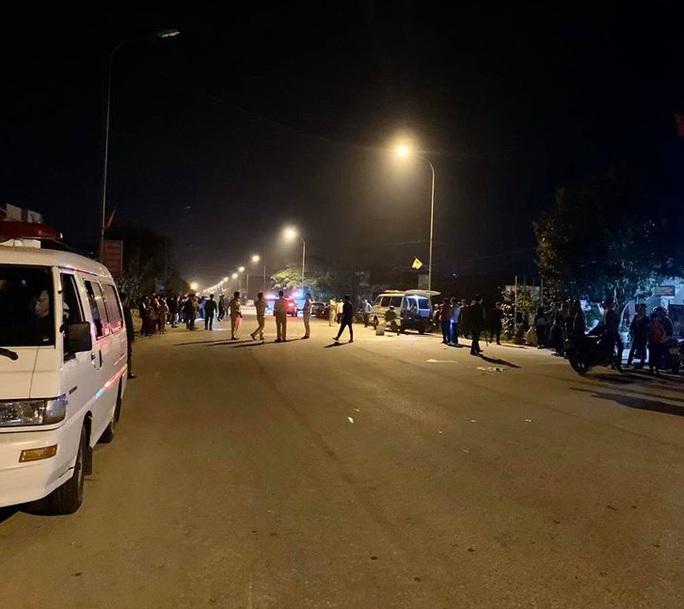 Xe máy đấu đầu, 2 thanh niên tử vong tại chỗ, 3 người bị thương nặng - Ảnh 1.