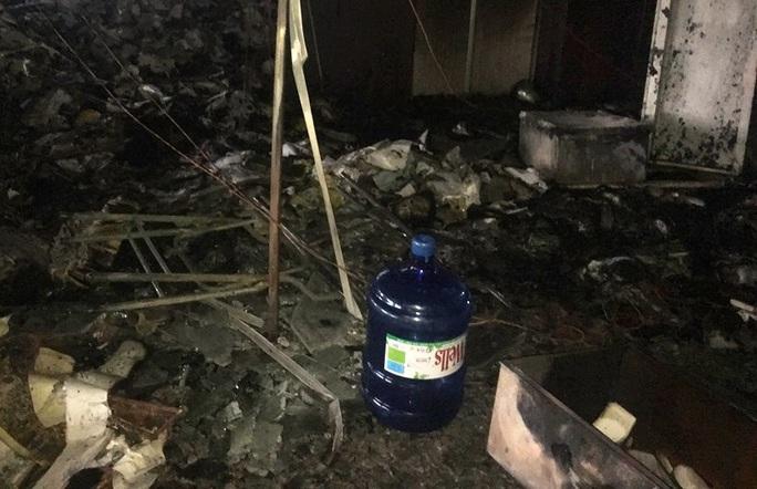 Hiện trường vụ cháy tòa nhà dầu khí Thanh Hóa khiến 2 người chết, 13  người bị thương - Ảnh 10.