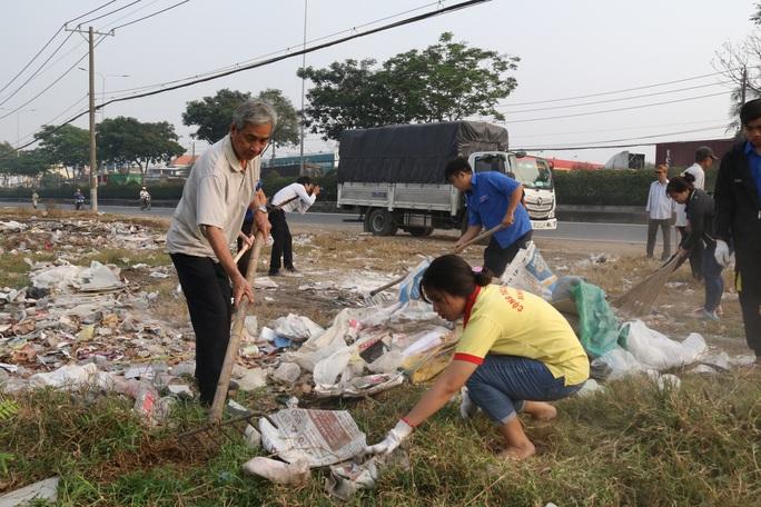 TP HCM đồng loạt ra quân làm sạch môi trường - Ảnh 3.