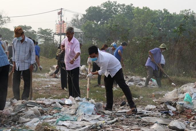 TP HCM đồng loạt ra quân làm sạch môi trường - Ảnh 4.
