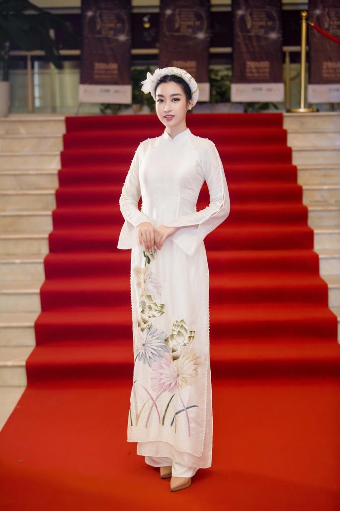 Thướt tha, duyên dáng áo dài du xuân của sao Việt - Ảnh 9.