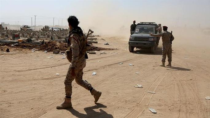 Yemen: Trúng tên lửa đạn đạo, 70 binh sĩ thiệt mạng - Ảnh 1.