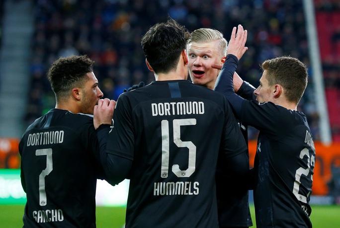 Lập hat-trick ra mắt Dortmund, thần đồng Haaland làm chao đảo Bundesliga - Ảnh 6.