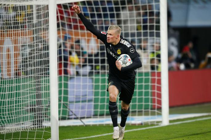 Lập hat-trick ra mắt Dortmund, thần đồng Haaland làm chao đảo Bundesliga - Ảnh 5.