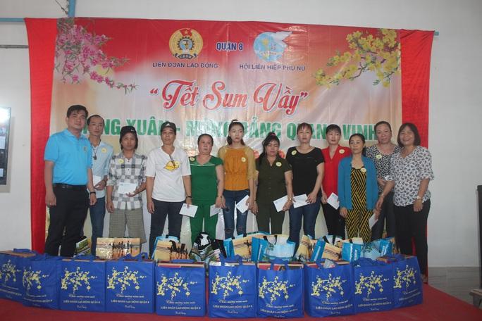 Tổ chức tiệc tất niên cho công nhân ở trọ  - Ảnh 2.