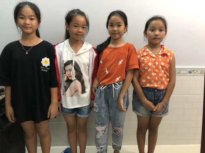 4 học sinh nhí ở Phú Quốc trả lại ví cho người đánh rơi - Ảnh 1.