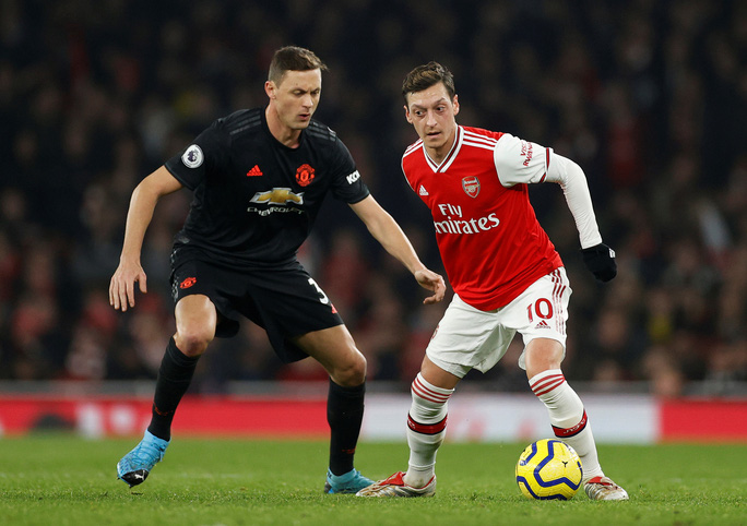 Vùi dập Man United, Arsenal thắng tưng bừng đại chiến - Ảnh 1.