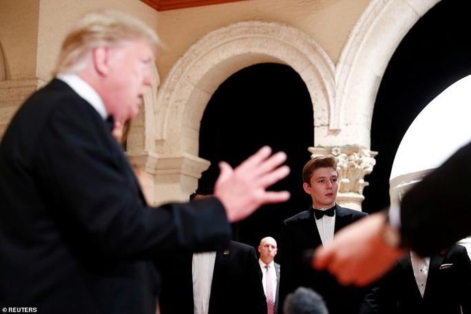 Cậu út nhà Tổng thống Trump lịch lãm vượt trội ở tuổi 13 - Ảnh 1.