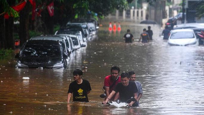 Jakarta: Mưa không bình thường một đêm, 16 người chết - Ảnh 5.
