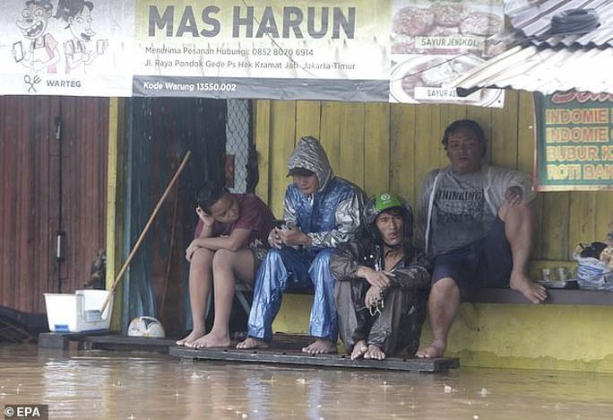 Jakarta: Mưa không bình thường một đêm, 16 người chết - Ảnh 7.