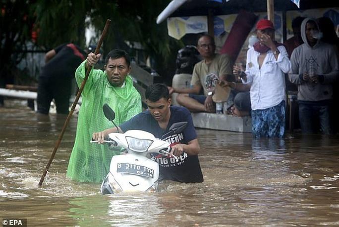 Jakarta: Mưa không bình thường một đêm, 16 người chết - Ảnh 8.
