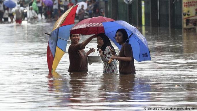 Jakarta: Mưa không bình thường một đêm, 16 người chết - Ảnh 9.