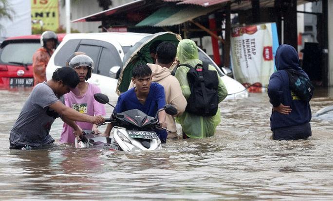 Jakarta: Mưa không bình thường một đêm, 16 người chết - Ảnh 11.