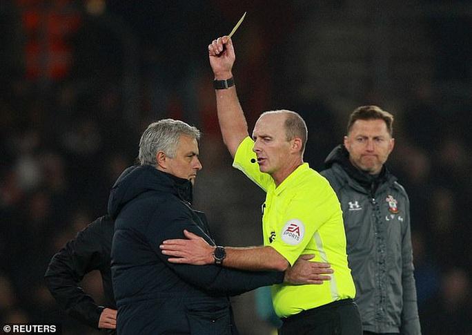Mourinho tấu hài khi Tottenham thất bại vì VAR - Ảnh 3.